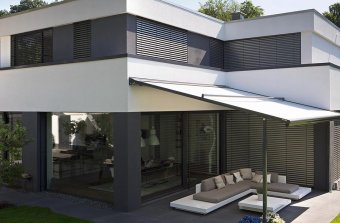 Plaza Viva retractable patio roof